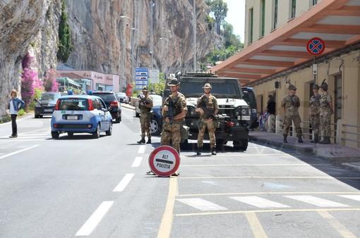 """Ventimiglia: Salvini chiede a Macron di aprire il confine, Di Muro """"E' un'ipocrisia tutta francese"""" (Video)"""