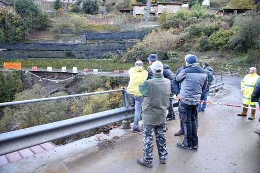 Rocchetta Nervina: oltre trenta volontari hanno pulito le cunette sulla provinciale, i ringraziamenti del sindaco alla popolazione