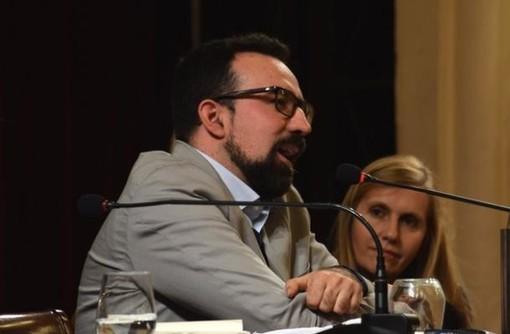 Francesco Fadigati al talk-show sul tema 'Conversazione su Dante' in piazza Borea d'Olmo a Sanremo