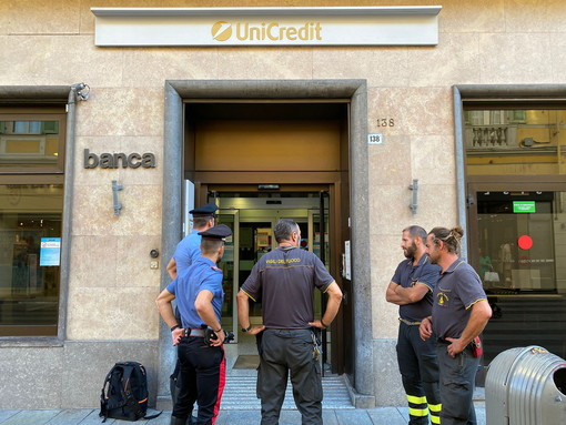 Doppio intervento dei Vigili del Fuoco: incendio a un escavatore a Bordighera e falso allarme a Sanremo