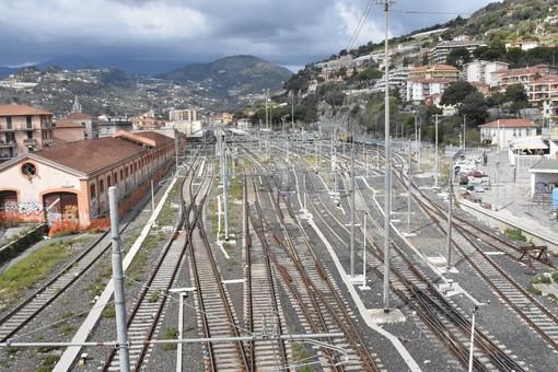 Ventimiglia: macchinisti francesi segnalano la possibile presenza di migranti su un treno merci, ricerche in atto