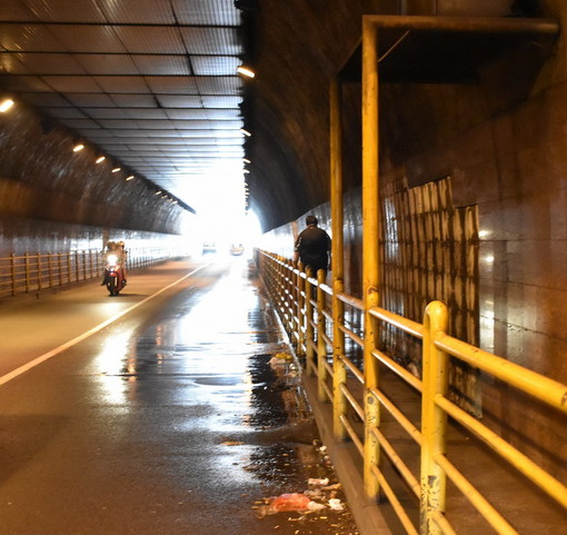 Sanremo: guasto ad una tubazione in galleria Francia, stasera i lavori. E domattina la rimozione delle piastrelle (Foto)