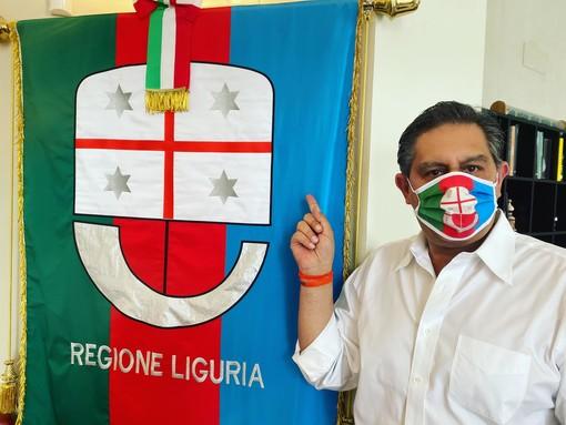 Il presidente della Regione presenta la mascherina con i colori della Liguria donata da Aidda e la sanremese Daphnè