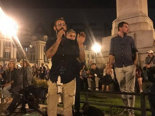 Da Imperia a Cuneo per dire no al 'Green pass': Giuseppe Loiacono arringa la folla in piazza Galimberti (Foto)