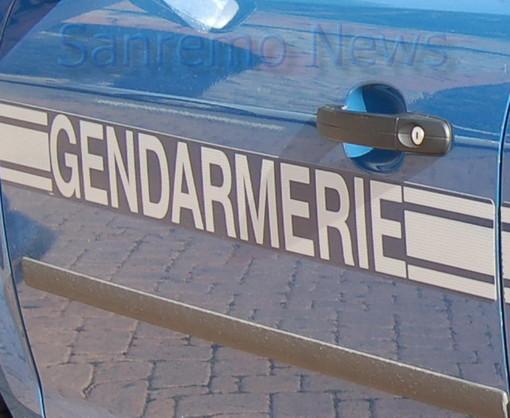 Mentone: era italiano il clochard di 53 anni ucciso domenica sera dalla Polizia sul lungomare