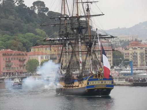 Hermione ha stregato il porto di Nizza: in tanti lo hanno atteso sul porto, c'erano anche molti italiani (Foto)