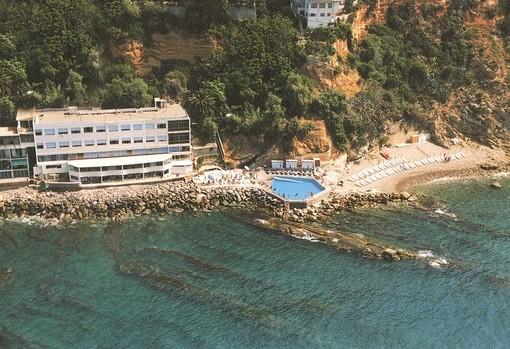 Sole, relax e mare all'Hotel 'La Perla del capo' a Ospedaletti