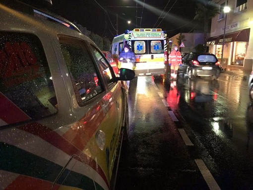 Ventimiglia: tamponamento a catena tra tre auto in corso Genova, donna 36enne lievemente ferita (Foto)