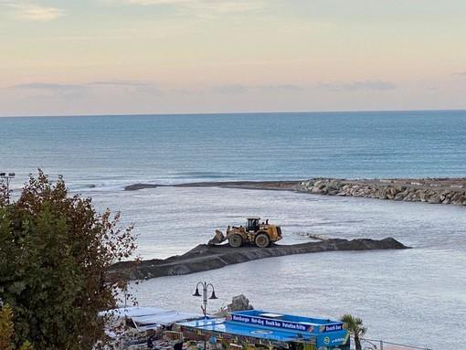 Ventimiglia: sono partiti questa mattina i lavori per la rimozione delle macerie alla foce del Roya (Foto)