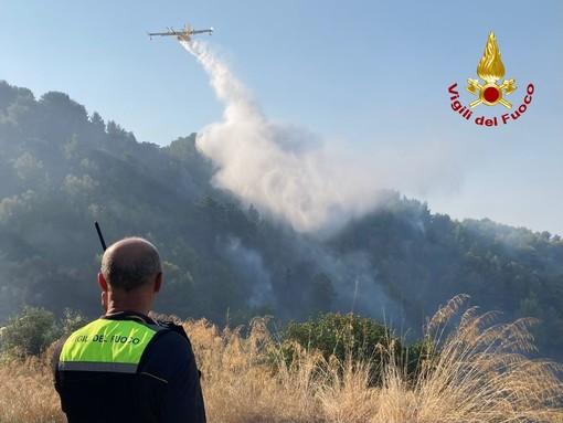 Ventimiglia: prosegue con Canadair, elicotteri e personale a terra la bonifica dell'incendio a Mortola e Grimaldi (Foto)