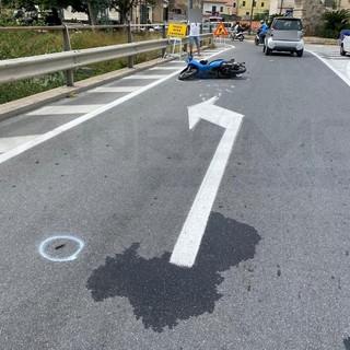 Ventimiglia: scontro tra scooter e auto sul ponte 'Cassini', centauro in elicottero al 'Santa Corona' (Foto)