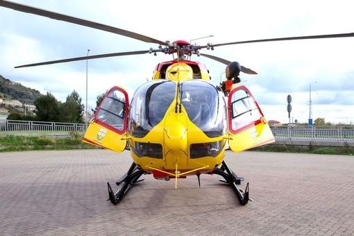 Prelà, ciclista cinquantenne ferita in seguito a una caduta, in volo l'elicottero Grifo