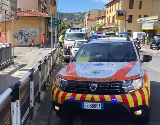 Sanremo: scontro auto-moto in corso Marconi all'incrocio con via Padre Semeria, giovane lievemente ferito (Foto)