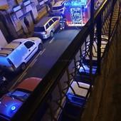 Sanremo: principio di incendio stanotte in via Martiri, timori per il vicino deposito di bombole del gas (Foto)