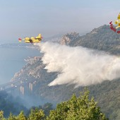 Incendi di Ventimiglia e Prelà: operazioni di bonifica in corso da terra e con i mezzi aerei