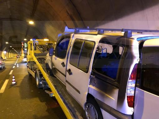 Sanremo: furgone a fuoco in Aurelia Bis, il ringraziamento della nostra lettrice Ilaria per l'addetto alla manutenzione