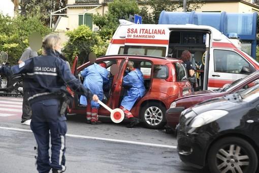 Sanremo: tamponamento in corso Orazio Raimondo, donna con il colpo della strega (Foto)