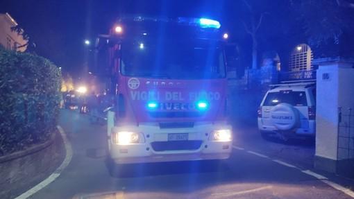 Sanremo, incidente in via D'Annunzio, giovane estratta dall'auto capottata dai vigili del fuoco