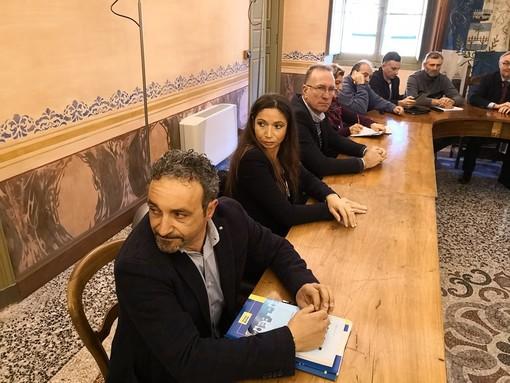 Scatta questa mattina lo sciopero dei netturbini. 90 le adesioni, presidio davanti al Comune di Pontedassio