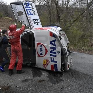 Sanremo Rally Storico: perde il controllo in prova speciale, equipaggio francese illeso (Foto e video)