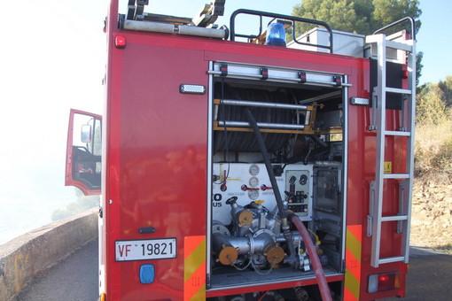Triora: incendio di sterpaglie in frazione Creppo, primo intervento del Sindaco Di Fazio, poi la bonifica
