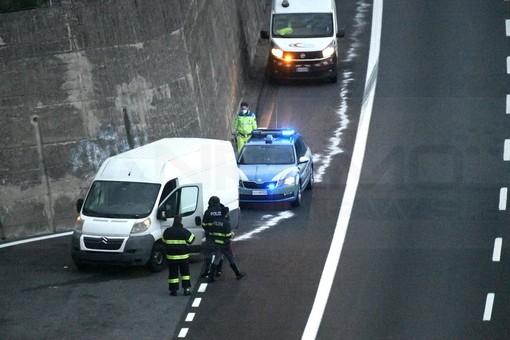 Sanremo: fumo dal motore di un furgone, danni limitati e nessun ferito sull'Autostrada dei Fiori (Foto)