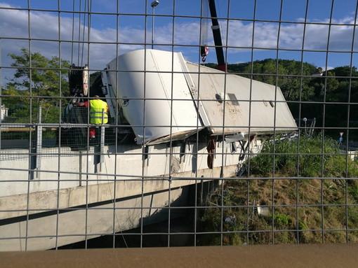 Camion che trasportava cavalli verso Sanremo ribaltato in autostrada: riaperto lo svincolo della A6