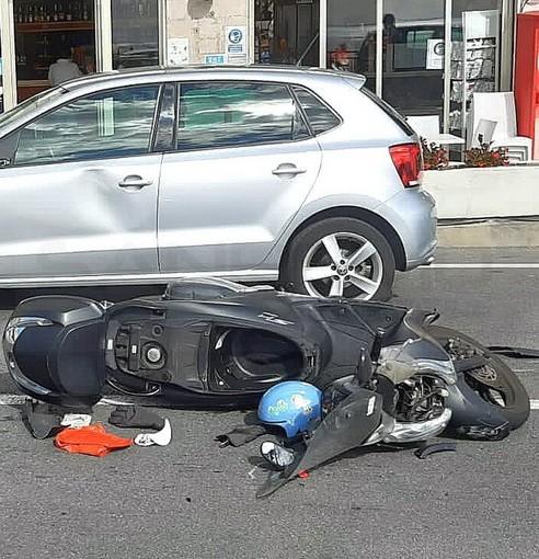 Sanremo: scontro tra una moto ed un'auto di fronte a Gandola, centauro lievemente ferito