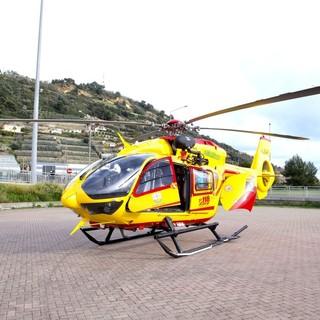 Sanremo, donna cade da un muretto, grave in elicottero al Santa Corona