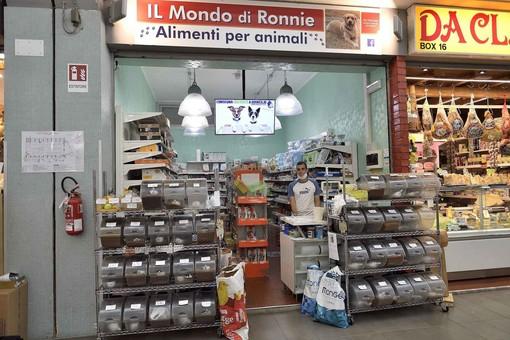 Il negozio di animali al Mercato Annonario