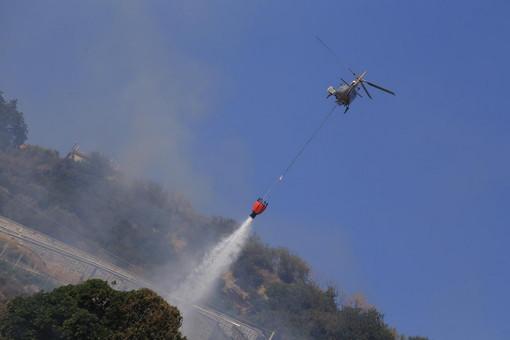 Ventimiglia: incendio boschivo a Mortola Superiore, intervento dei Vvf, Protezione Civile ed un elicottero