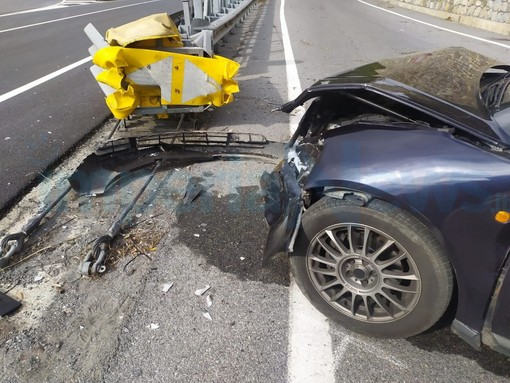 Chiusanico: incidente sulla Statale 28 del Nava, ferito un uomo di 52 anni. Arrivato anche l'elicottero 'Grifo'  (Foto e Video)