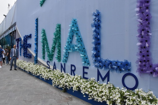 Il logo di 'The Mall' il giorno dell'inaugurazione