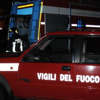 Fumo da un'auto in panne sull'Aurelia Bis: intervento dei Vigili del Fuoco e nessun ferito