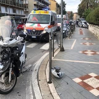 Sanremo: scontro tra due scooter all'incrocio tra corso Cavallotti e via Duca degli Abruzzi, due feriti (Foto)