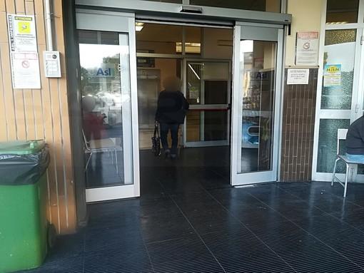 Sanremo: divieto di fumare all'ingresso del padiglione 'Castillo' in ospedale, le rimostranze di un lettore