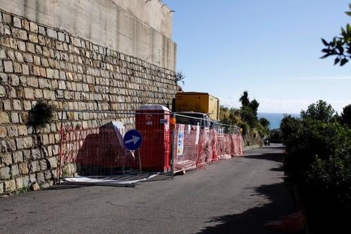 Il cantiere per l'ampliamento del cimitero di Bussana