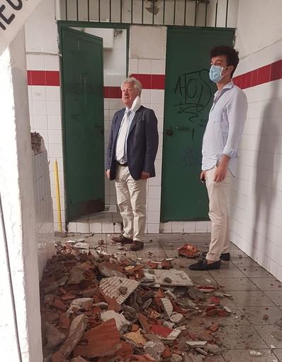 Ventimiglia: iniziati oggi i lavori di rifacimento dei bagni al mercato coperto, a breve anche un gestore (Foto)