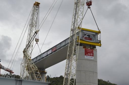 La Liguria rialza la testa: 'Ponte per Genova', in corso l'inaugurazione del primo impalcato sul Polcevera (Foto e Video)