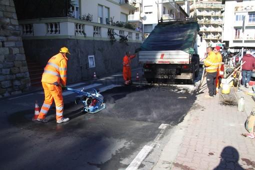 I lavori per un attraversamento pedonale rialzato