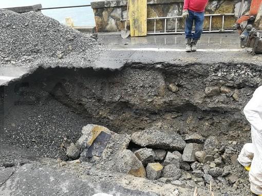 Sanremo: lavori in via Zefiro Massa provocano la rottura di una tubazione, senz'acqua centinaia di famiglie