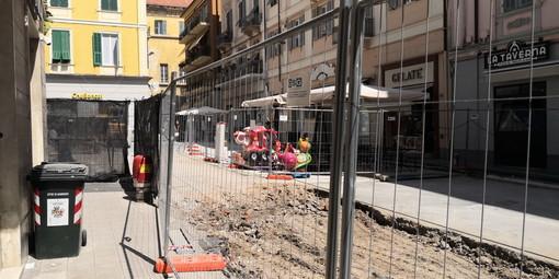 Sanremo: in via Mameli recuperato il tempo perso per il ritrovamento della fogna, si lavora per rispettare il cronoprogramma dei lavori