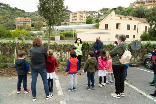 """Prosegue l'iniziativa 'green' dei Lions, piantati due alberi a Cipressa e San Lorenzo al Mare: """"Un gesto per le generazioni future"""""""
