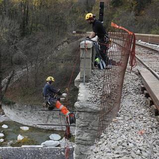 Si allungano i tempi di riapertura della ferrovia della Val Roya: a Fontàn si lavora ma scivola la montagna