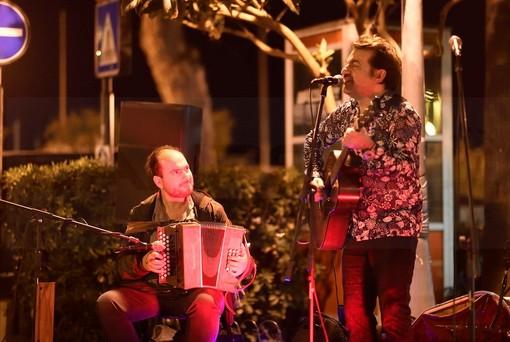 Sanremo: al via ieri sera gli appuntamenti in piazza del Tenco 2019, concerti in piazza Eroi e piazza Bresca (Foto e Video)