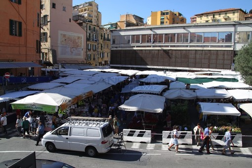 Sanremo: per il mercato in piazza Eroi gli ambulanti propongono l'utilizzo del parcheggio degli scooter