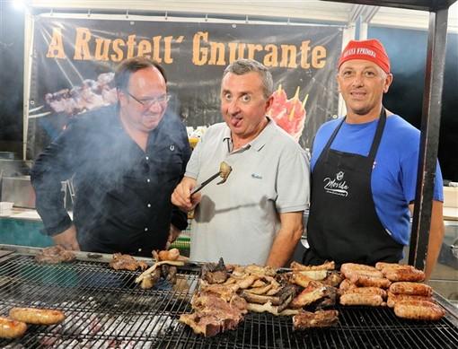 Al Moac per provare una gastronomia popolare di grande qualità: dai cocktail alle grigliate dai fritti alla paella. (gallery)