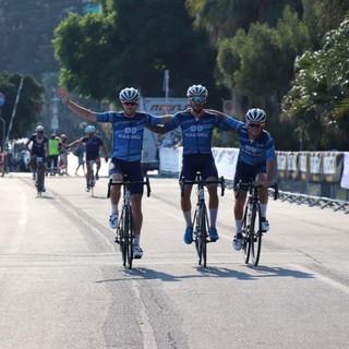 600 partecipanti ieri per la 50a edizione della gara cicloturistica  Milano-Sanremo (Foto)