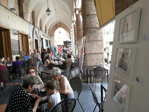 Sanremo: nuovo progetto fotografico al 'Cafè Renaissance' mostra personale di Attilio Carnevale