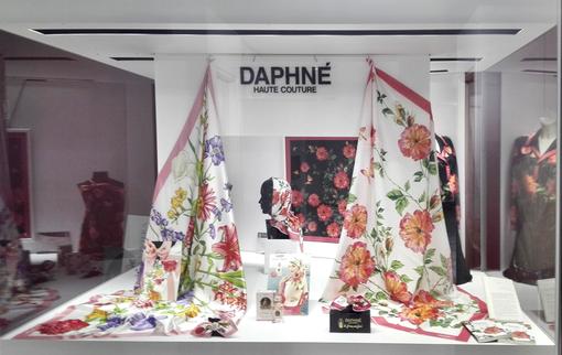 Daphné Sanremo festeggia i 50 anni del MOAC con una esposizione sulla seta e i celebri foulard dei Fiori